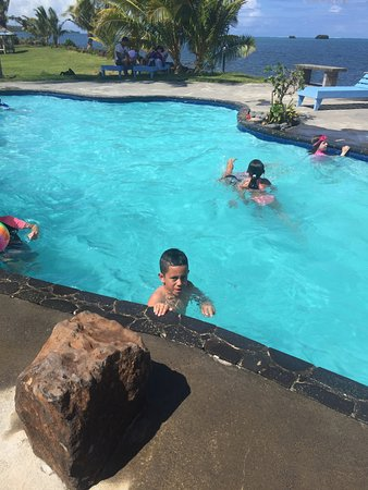 Salelologa, Samoa: Pool and grounds