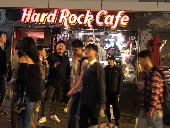 TOKIO JOE: אחת המסעדות ברחוב