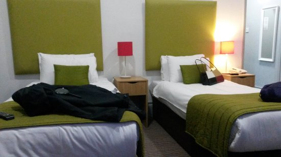 The Imperial Tenby Hotel: Well furnished twin room