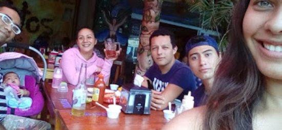 comida en familia, pescaditos cancun