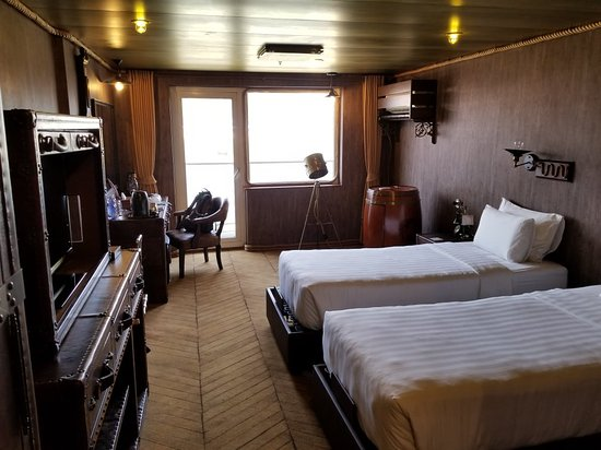 Vintage luxury yacht hotel r m 2 7 4 rm 172 updated for Hotel vintage luxury yacht
