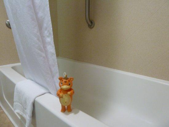 Tulare, CA: Tub/shower