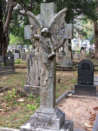 Borella Kanatte Cemetery: Gorgeous headstones