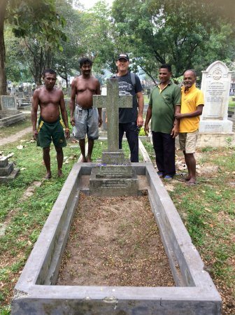 Borella Kanatte Cemetery: Crew that cleaned up the grave