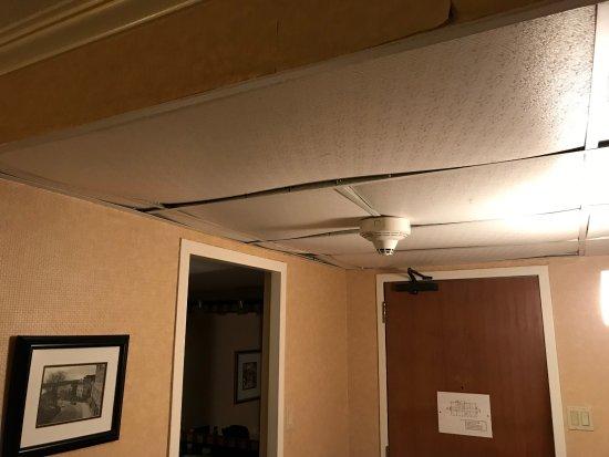 Faux Plafond De L Entree De La Chambre Qui Va Finir Sur La Tete D Un