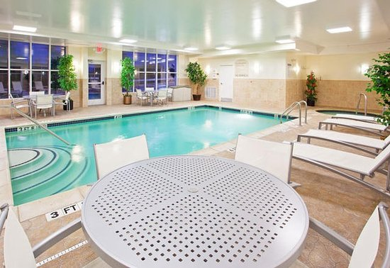 Holiday Inn Express & Suites Auburn Hills : Pool