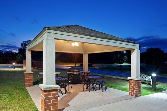 Warrenville, IL: Property amenity