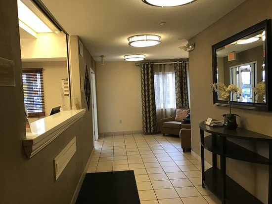 Candlewood Suites Chicago/Naperville: Lobby