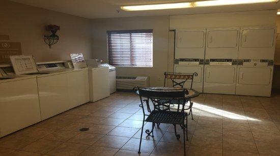 Warrenville, IL : Property amenity