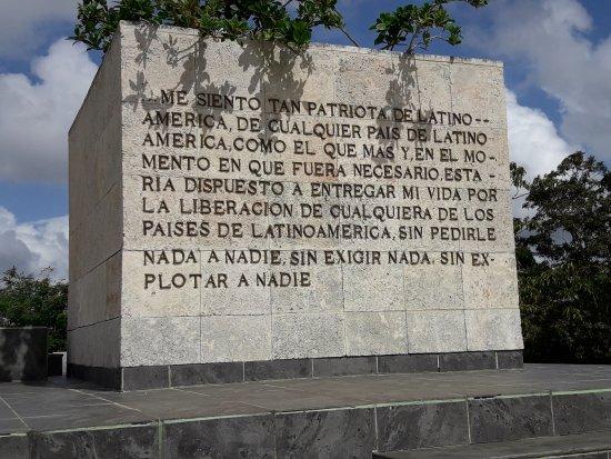 Frases Del Che Picture Of Mausoleo Del Che Guevara Santa