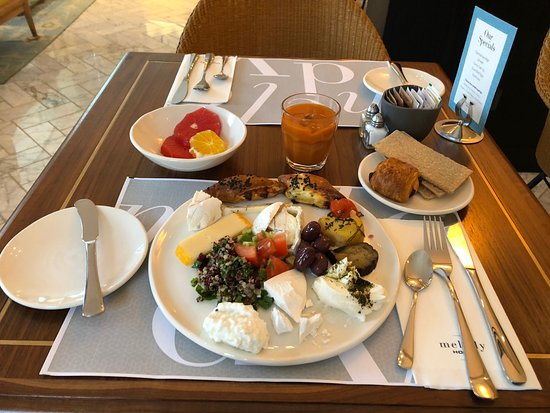 Melody Hotel   Tel Aviv - an Atlas Boutique Hotel: This is a real yummy and healthy breakfast!