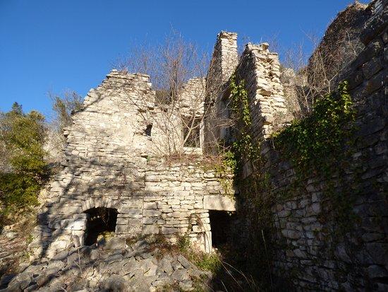 Grospierres, France : le village fantôme du Chastelas