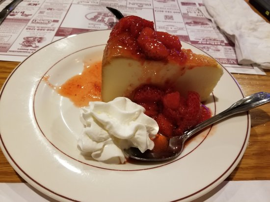 Terryville, CT: Cheesecake with Strawberries