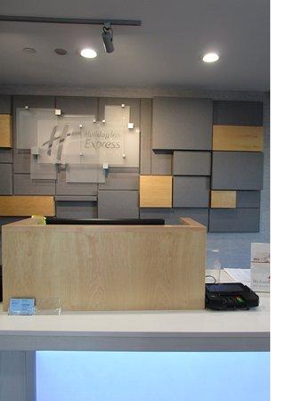 holiday inn express fullerton 123 1 4 0 updated. Black Bedroom Furniture Sets. Home Design Ideas