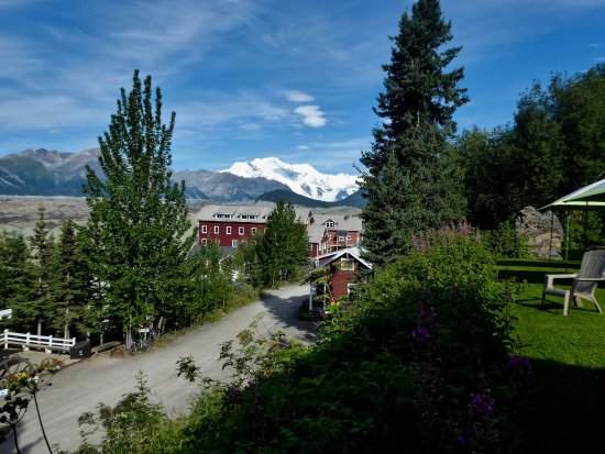 Kennicott Shuttle: View from Kennicott Glacier Lodge