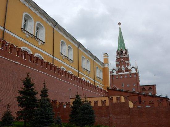 Kremlin Walls and Towers : 巨大な壁