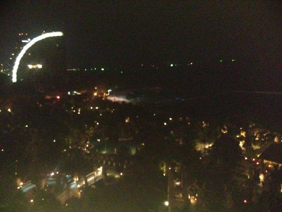 Centara Grand Mirage Beach Resort Pattaya: View toward Cape Dara Hotel at night from veranda