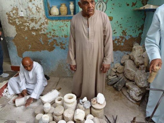 Valle de los Reyes: 石の器を手作りしお店で販売しておりました。