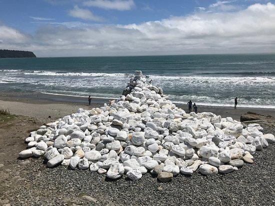 Westland National Park (Te Wahipounamu), Nouvelle-Zélande : Special message rocks up the beach
