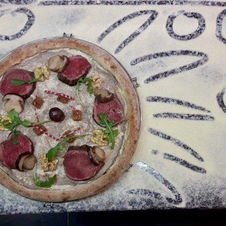 Bretenoux, ฝรั่งเศส: Quelques unes de nos pizzas