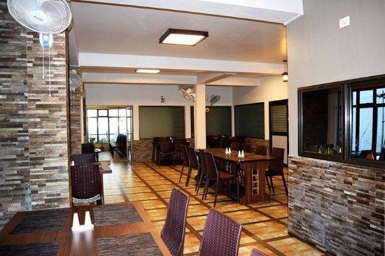 7 sisters falls view inn cherrapunjee india foto 39 s for 7 hill cuisine of india sarasota