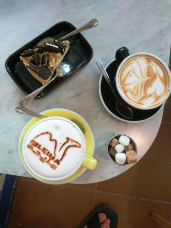 De forente arabiske emirater: Coffee and cake worth AED 61/-