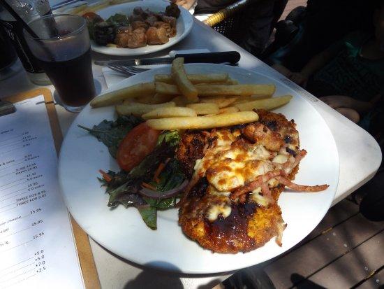 Bargara, Australia: Chicken schnitzel