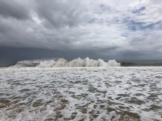 Playa Bluff: Waves