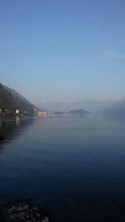 Red & White Wine Bar: Lago di Como visto dal red&white