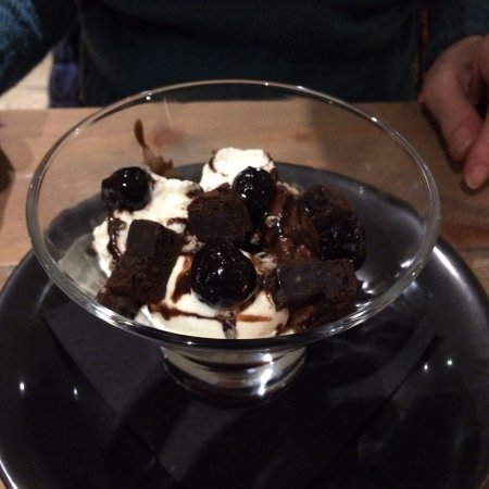 Belton, UK: Sticky toffee pudding and Black Forest trifle