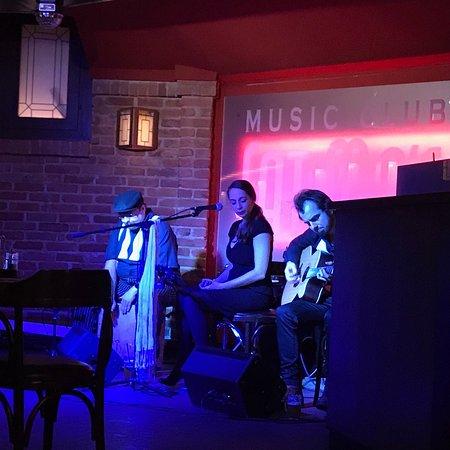 Fat Mo's Restaurant & Music Pub: photo0.jpg