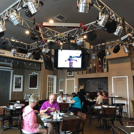 Lake Helen, FL: Decker's LH Grill
