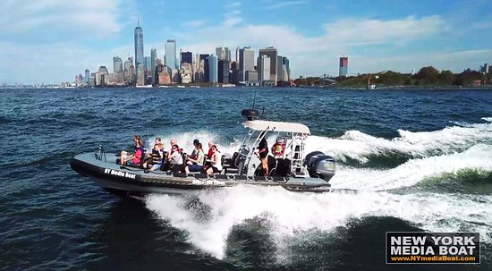 new york media boat adventure sightseeing tours