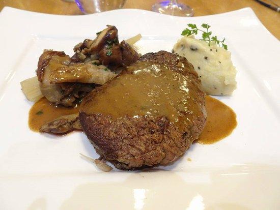 Arnas, France : Le filet de boeuf : tendre et bien cuit.