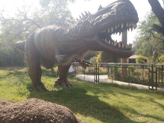 Indroda Nature Park: dino sculpture