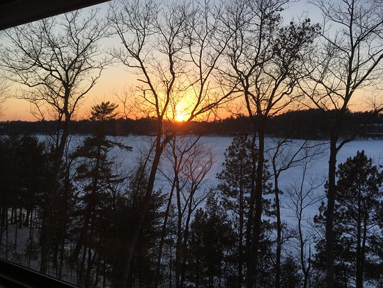The Pointe Hotel & Suites: Beautiful sunsets over Lake Minocqua