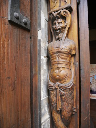 Porte d tail picture of eglise saint pierre avignon tripadvisor - Porte saint dominique avignon ...
