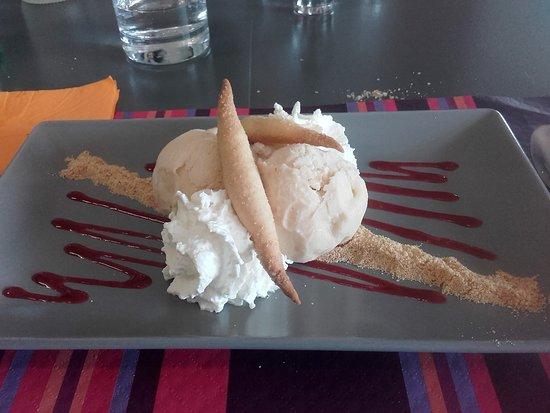 Boujan sur Libron, Francia: dessert déclinaison de zezettes de Sète