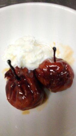Dogana, San Marino: Pere Volpine con gelato fiordilatte