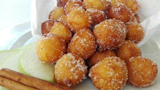 Dogana, San Marino: Castagnole di ricotta e mele grammi smith