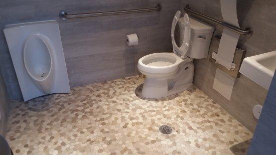 Bay Harbor Islands, FL: Rooftop bathroom