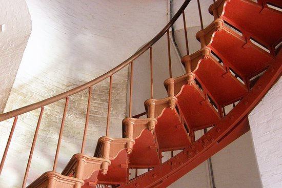 Buxton, Caroline du Nord : 269 steps take visitors to the balcony of the Cape Hatteras lighthouse.