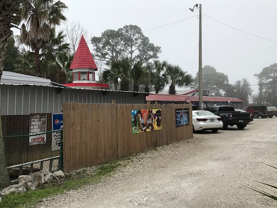 Red Pirate Family Grill & Oyster Bar: Plenty of parking. Don't let the outside bother you, nice on the inside.