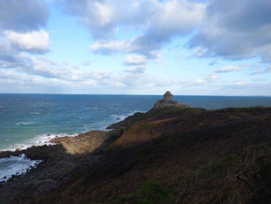 Cap Frehel Lighthouse: Fort la Latte
