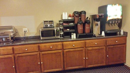 Blytheville, AR: Lobby & Breakfast Service Area