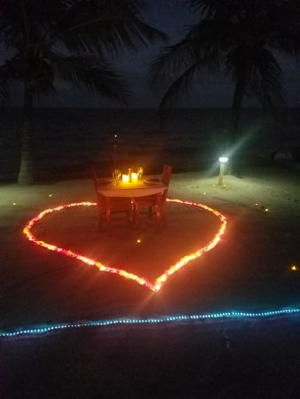 Laru Beya Resort & Villas: Our private table on the beach set up by Ed and JR