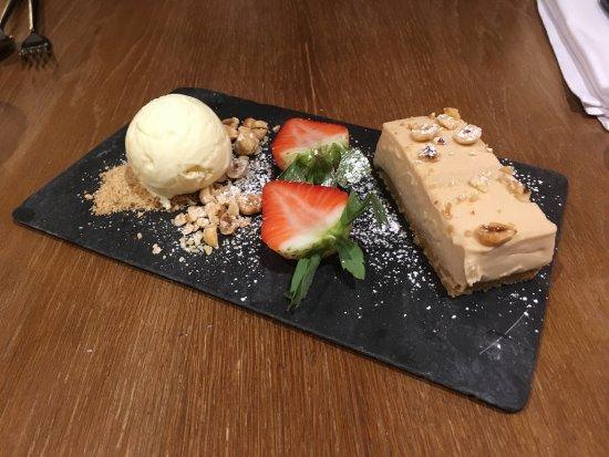 Glasbury-on-Wye, UK : Hazelnut praline cheesecake - dessert