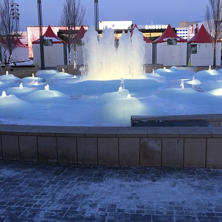 Oakbrook Center: Frozen fountain