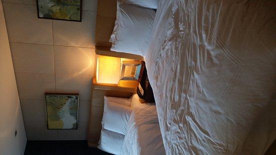 JW Marriott Hotel Shenzhen: 舒適,新年還送水果