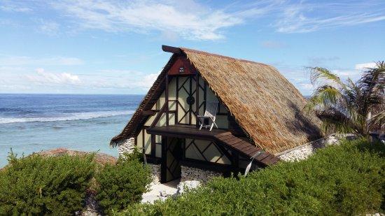 Vahaui Paradis : Vue sur Fare arenui bord Océan